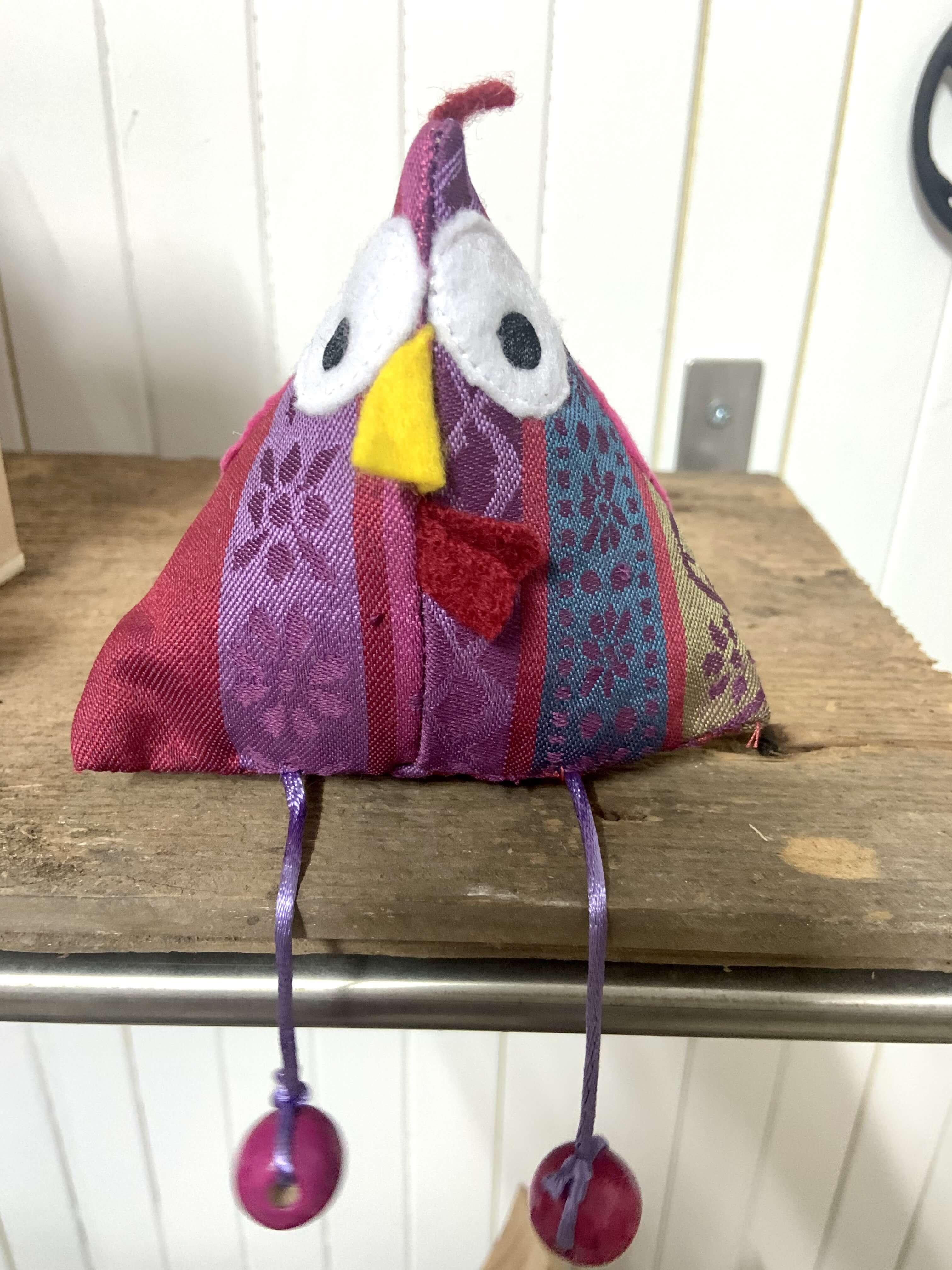 Poule Déco rouge, violette & bleue